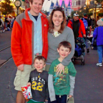 What to Wear: Disneyland Style {Park Style} #DisneySMMoms #FashionFriday